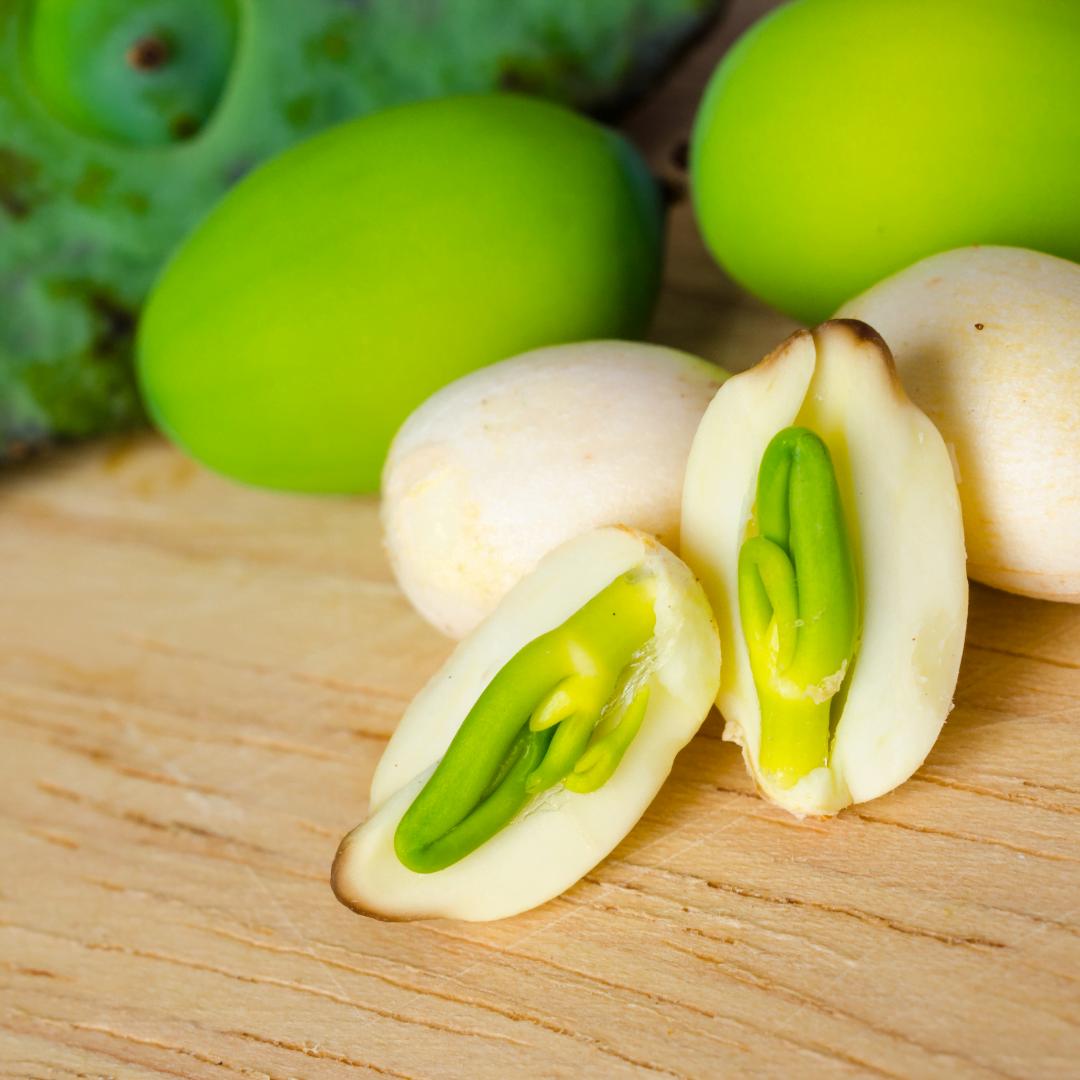 Tim sen trong hạt sen có rất nhiều công dụng bổ ích cho sức khỏe