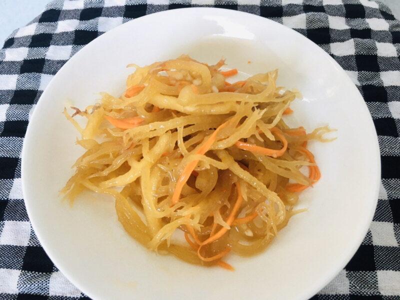 Kim chi rong sụn có thể dùng để ăn kèm cơm, bún, mì rất ngon miệng